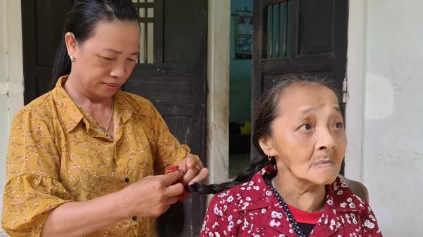 """Hơn 20 năm nuôi """"người dưng"""" khuyết tật của cô giáo ở Vĩnh Linh"""