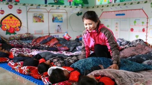 Quảng Trị: Tặng quà cho học sinh vùng rẻo cao