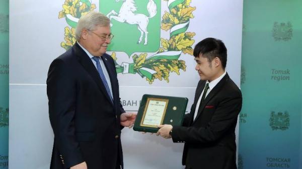 Sinh viên Quảng Trị nhận học bổng Tỉnh trường khu vực Tomks - Nga 2017