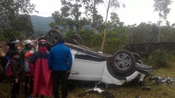 Quảng Trị: Hai ôtô hư hỏng nặng vì tự gây tai nạn trên Quốc lộ 9