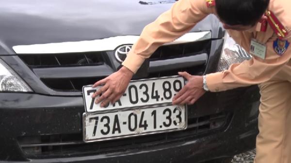 Phát hiện ô tô dùng hàng loạt biển số giả vận chuyển pháo lậu