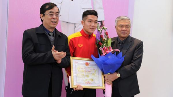 Quảng Trị tuyên dương tiền vệ U23 Việt Nam Trương Văn Thái Quý