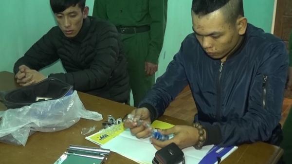 Bắt hai nam thanh niên vận chuyển ma túy qua khu vực biên giới