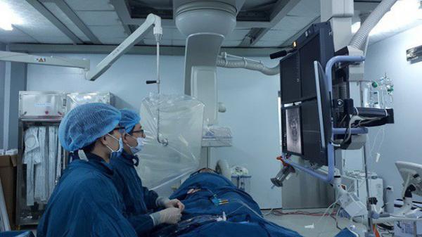 Quảng Trị: Phẫu thuật thành công bít dò động mạch cảnh xoang hang trái