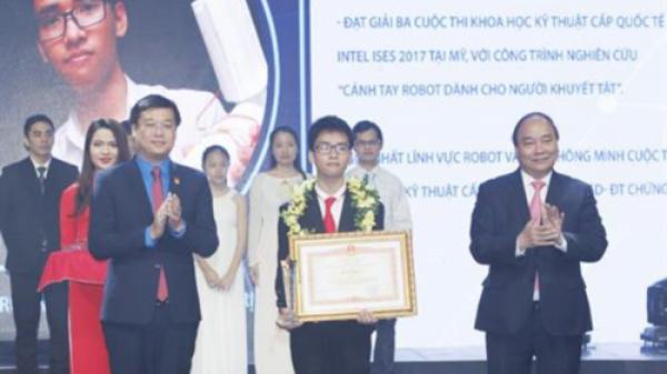 """Phạm Huy - chàng trai Quảng Trị và """"cánh tay robot"""" nhân văn"""