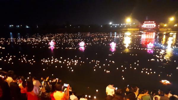 Lễ hoa đăng tri ân các anh hùng liệt sỹ tại Thành Cổ Quảng Trị