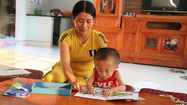 Gio Linh: Cậu bé mắc bệnh xương thủy tinh và não úng thủy