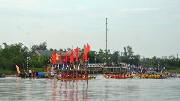 Hội đua thuyền truyền thống trên sông Bến Hải