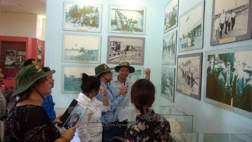 Đoàn Thanh niên Cộng sản Cuba thăm khu di tích tại Cam Lộ, Quảng Trị