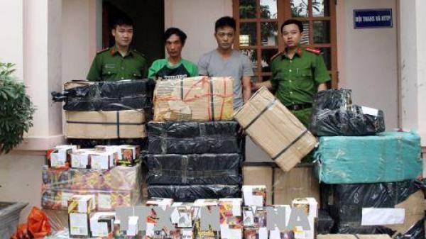 Dùng hoa quả 'nghi binh' để vận chuyển trái phép 630 kg pháo từ Quảng Trị ra Nghệ An tiêu thụ