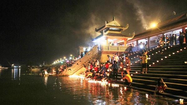 """Quảng Trị: """"Tuyến phố lễ hội"""" thu hút gần 130.000 khách tham quan"""