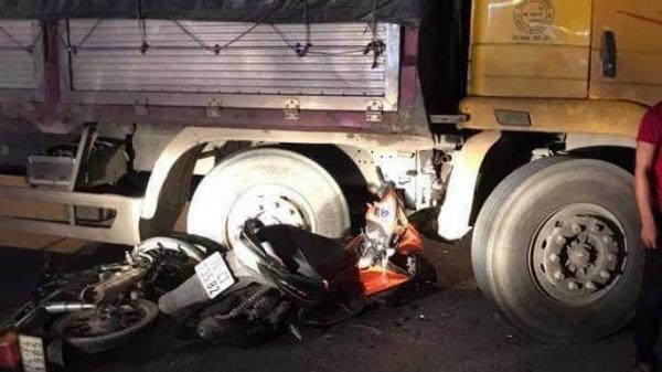 Quảng Trị: Xe máy va chạm ô tô tải, 1 người chết, 2 người bị thương