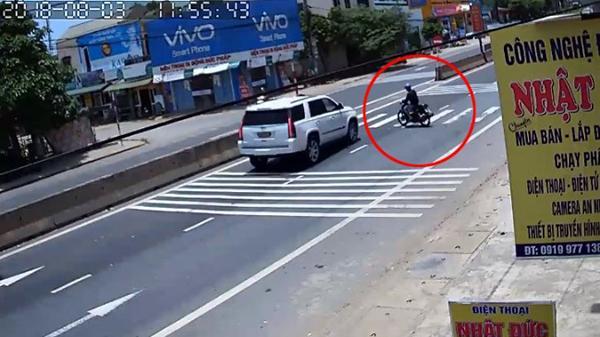 Gio Linh (Quảng Trị): Tránh xe máy sang đường ẩu, tài xế ô tô đánh lái xuất thần