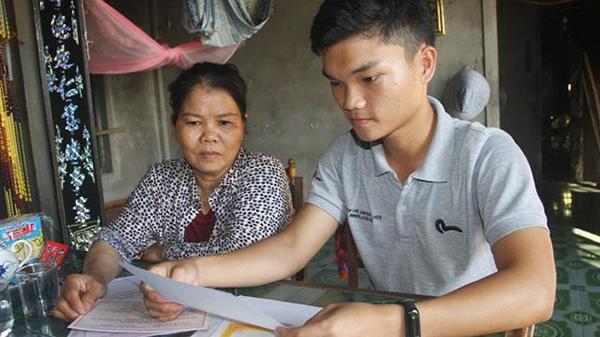 Trúng tuyển cùng lúc 5 trường đại học, nam sinh Quảng Trị mồ côi cha trăn trở trước ngày học