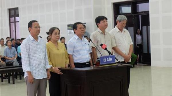 """Tòa tuyên án, kết thúc xét xử vụ án """"buôn lậu"""" và """"thiếu tinh thần trách nhiệm gây hậu quả nghiêm trọng"""" tại Quảng Trị và Đà Nẵng."""