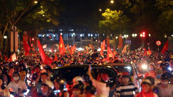 Khoảnh khắc ấn tượng đêm chiến thắng lịch sử của Olympic Việt Nam
