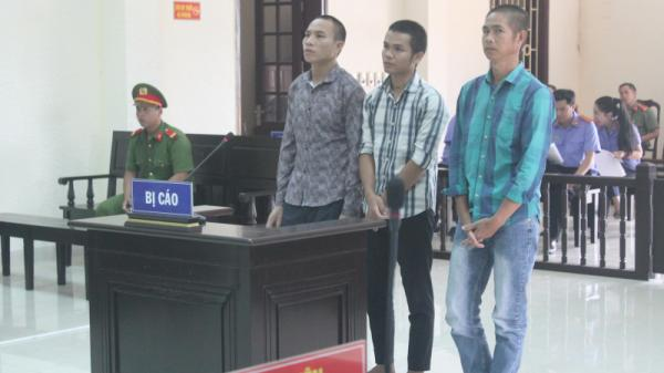 """Quảng Trị: """"Cõng"""" thuốc nổ đi bán, nhóm trai làng lĩnh hơn 17 năm tù"""