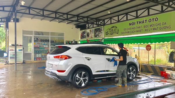 Quảng Trị: Kiếm tiền triệu mỗi ngày nhờ dịch vụ rửa xe
