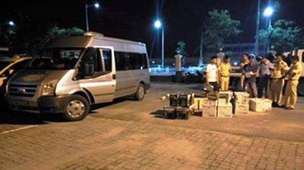 Xe khách Quảng Trị điên cuồng bỏ chạy khi gặp CSGT, đâm trúng xe biển 80A