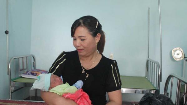 Quảng Trị: Bé gái sơ sinh bị bỏ rơi ở gốc cây gần trạm y tế