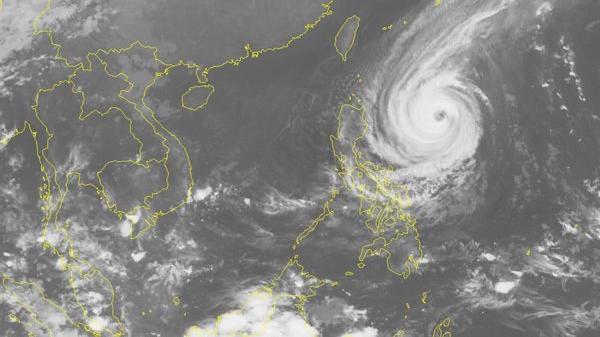 Siêu bão Yutu di chuyển nhanh về phía Biển Đông