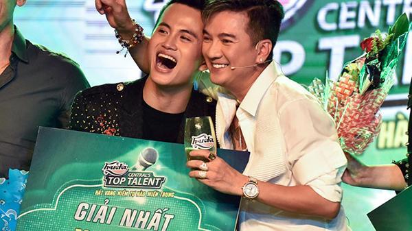 'Hot boy kẹo kéo' đến từ Quảng Trị Đặng Tiến Đồng xuất sắc giành ngôi vị quán quân  Huda Central's Top Talent 2018
