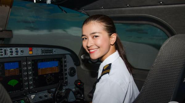 Showbiz Việt lần đầu tiên có sao nữ người Quảng Trị trở thành phi công tại Việt Nam