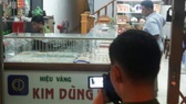 Khởi tố đối tượng người Quảng Trị dùng s.úng xông vào quỹ tín dụng để c.ướp tiền