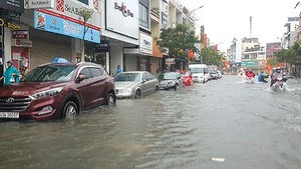 Miền Trung gánh thiệt hại nặng do mưa ngập, lũ cuốn