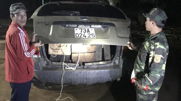 Quảng Trị: Bắt xe chở gỗ lậu, phát hiện m.a t.úy