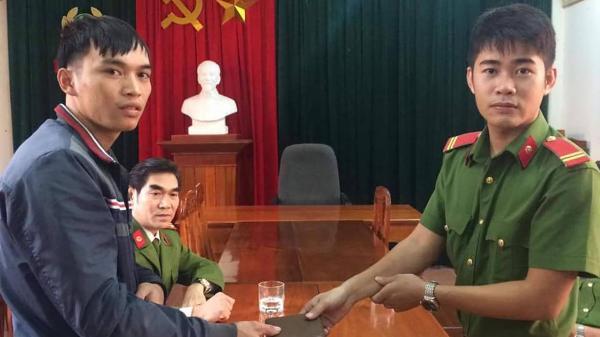 Quảng Trị: Chiến sĩ công an trả lại tài sản cho người đánh rơi
