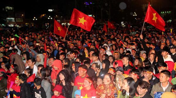 """Những khoảnh khắc đáng nhớ của cổ động viên tỉnh Quảng Trị """"tiếp lửa"""" cho Đội tuyển quốc gia Việt Nam vô địch AFF Suzuki Cup 2018"""