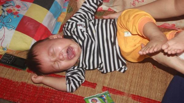 Tiếng kh,óc x,é lòng của bé trai 15 tháng tuổi đã sớm mắc bệnh u gan ở Hải Lăng, Quảng Trị