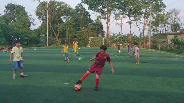 Phát triển các sân bóng đá nhân tạo tại huyện Hướng Hóa