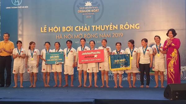 Đội tuyển nữ tỉnh Quảng Trị giành chức vô địch hạng mục Đội tuyển nữ chuyên nghiệp tại lễ hội bơi chải thuyền rồng Hà Nội mở rộng năm 2019