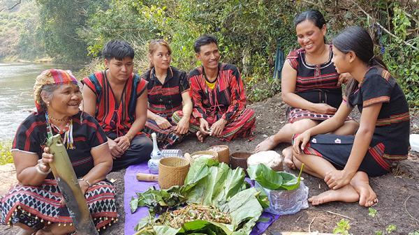 Cá nướng gói - món ngon của người Pa Kô