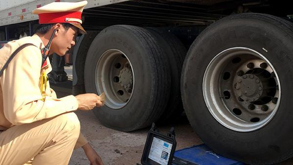Quảng Bình ra quân tổng kiểm soát ô tô chở khách, ô tô vận tải container và xe mô tô