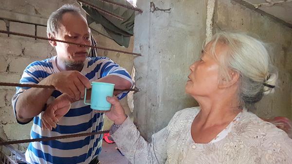 Hai người con tâm thần sống dựa vào mẹ già ở Triệu Phong