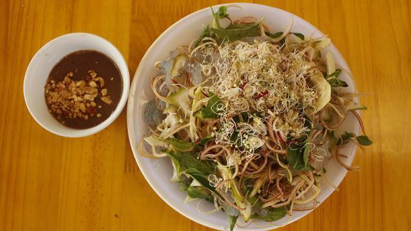 Giải nhiệt ngày hè với món nuốt sông Quảng Trị