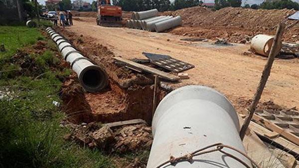 Quảng Trị: Tuột dây cáp, một nam công nhân bị ống bê tông đè tử vong
