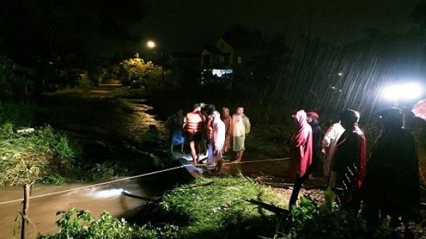 Nam sinh lớp 10 bị nước cuốn trôi mất tích trên đường đi học về