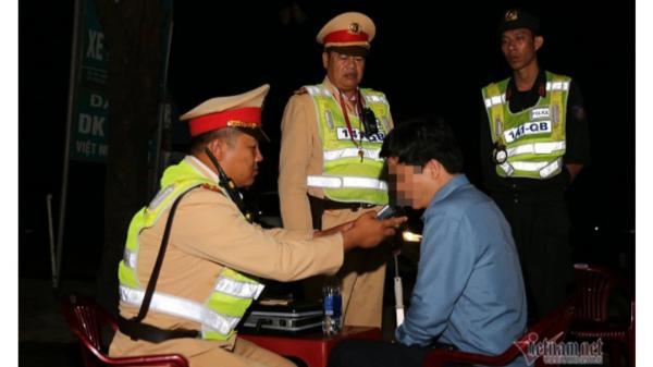 Uống r.ư.ợu vẫn lái xe, Phó phòng giáo dục ở Quảng Bình bị phạt 35 triệu