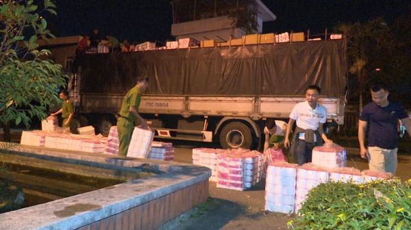 Quảng Trị: B.ắt giữ vụ vận chuyển gần 5.000 cuộn giấy vệ sinh giả nhãn hiệu và vi phạm bản quyền