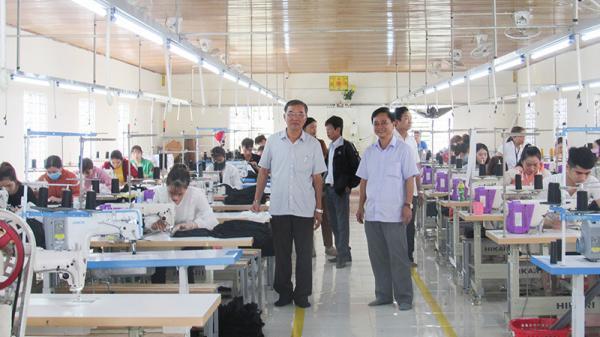 Người nông dân ở Quảng Trị mở xưởng sản xuất, tạo việc làm cho hàng trăm người