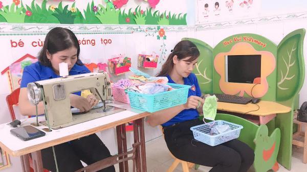 Trường Mầm non Hướng Dương - Cam Lộ may 1.500 khẩu trang miễn phí cho học sinh