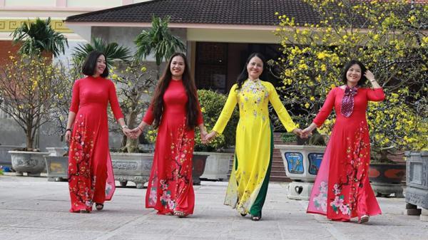 """Phụ nữ Quảng Trị thướt tha trong sự kiện """"Áo dài Di sản văn hóa Việt Nam"""""""