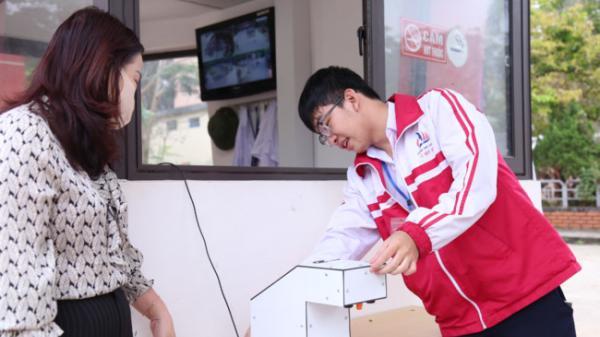 Học sinh Quảng Trị chế tạo máy rửa tay diệt khuẩn tự động