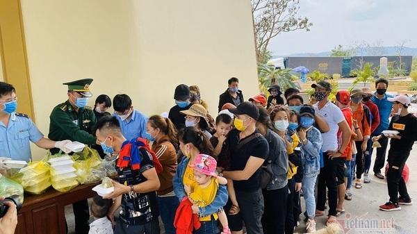 Người cách ly muốn ăn cơm chay, biên phòng Quảng Trị chạy hàng chục km đi mua