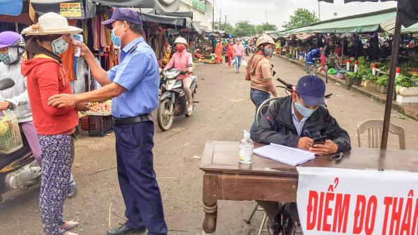 Lập 4 chốt kiểm tra thân nhiệt tại Chợ thị xã Quảng Trị