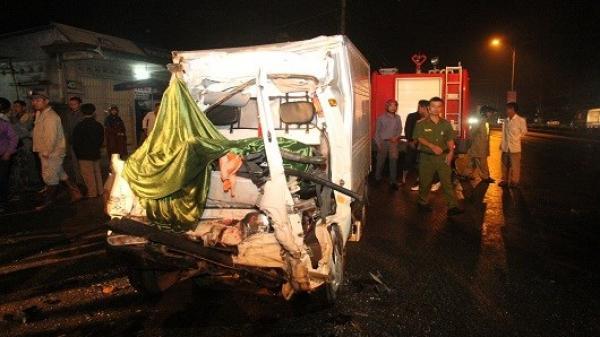 Cắt cabin đưa thi thể tài xế mắc kẹt ra ngoài sau tai nạn